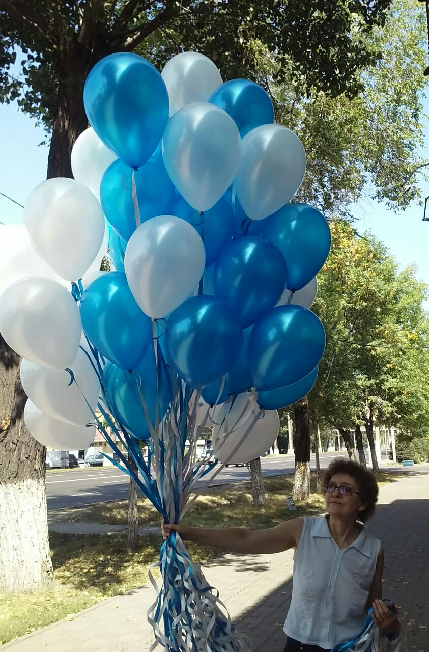 голубые_шарики_на_выписку_из_роддома.jpg