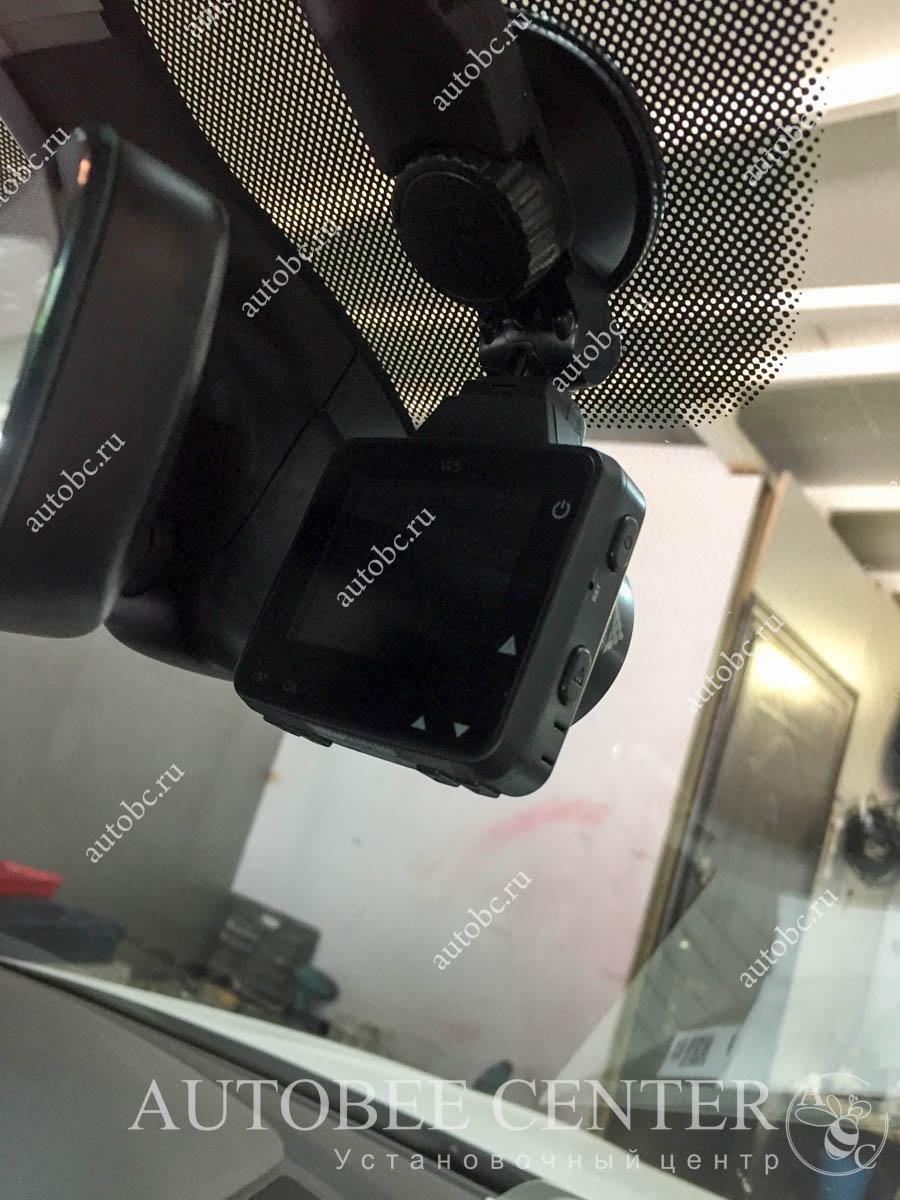 VW Tiguan (скрытая проводка видеорегистратора)