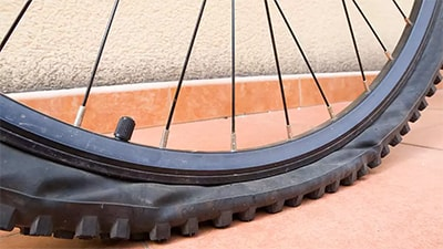 Спущене колесо