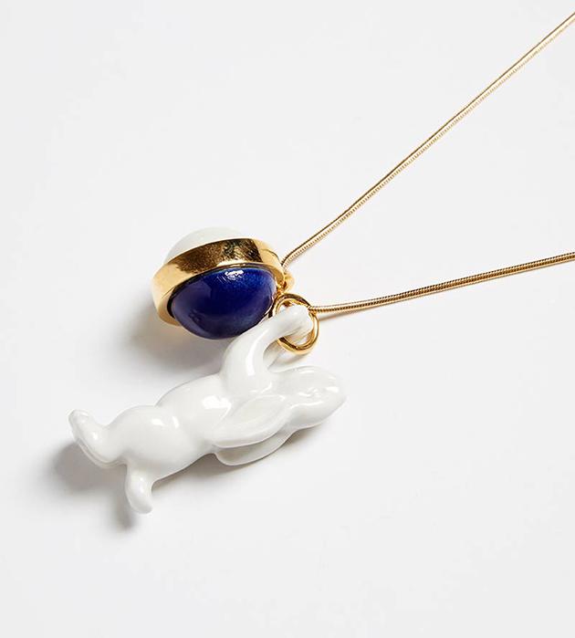 белоснежно-синее колье ручной работы от ANDRES GALLARDO - Single Rabbit Balloon