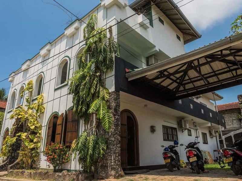 Серф-отель Велигама