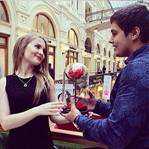 Роза в колбе - оригинальный яркий подарок девушке/женщине