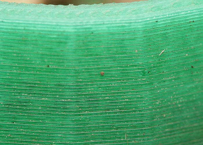 Модель из PLA-пластика. Вертикальная (почти) стенка 3D-распечатанной из PLA ловушки для слизней, после погодных испытаний.