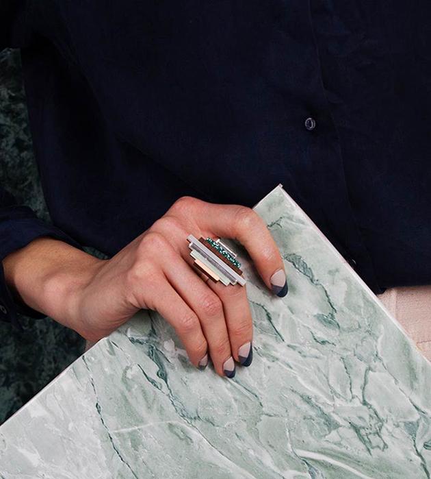 необычное кольцо из меди, дерева, глиттера и плексигласa от Wolf&Moon - Ripple Mint