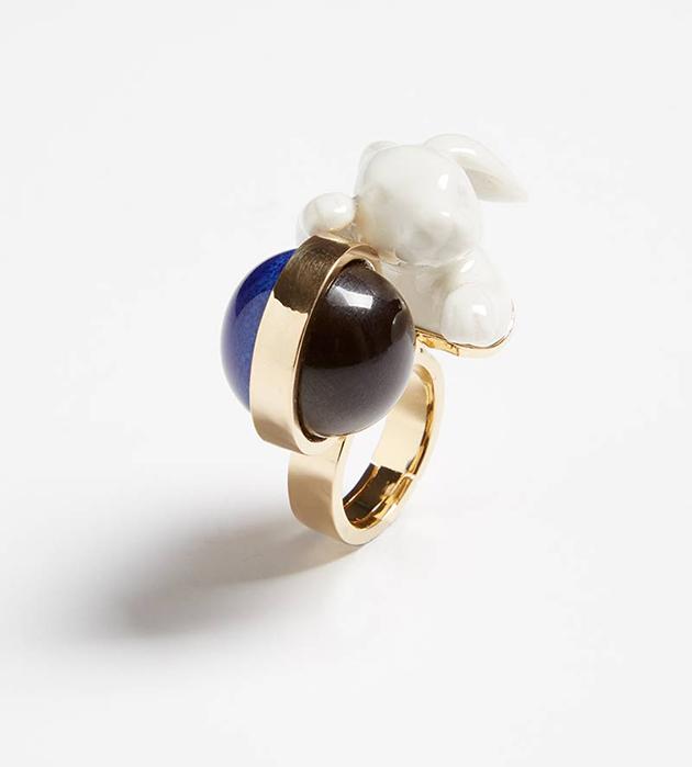 купите анималистичное кольцо Rabbit Balloon ring от ANDRES GALLARDO