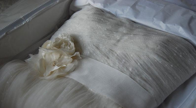 хранение свадебного платья