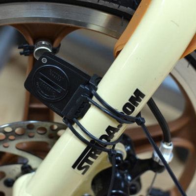 кріплення геркона гумками і стяжками до вилки велосипеда
