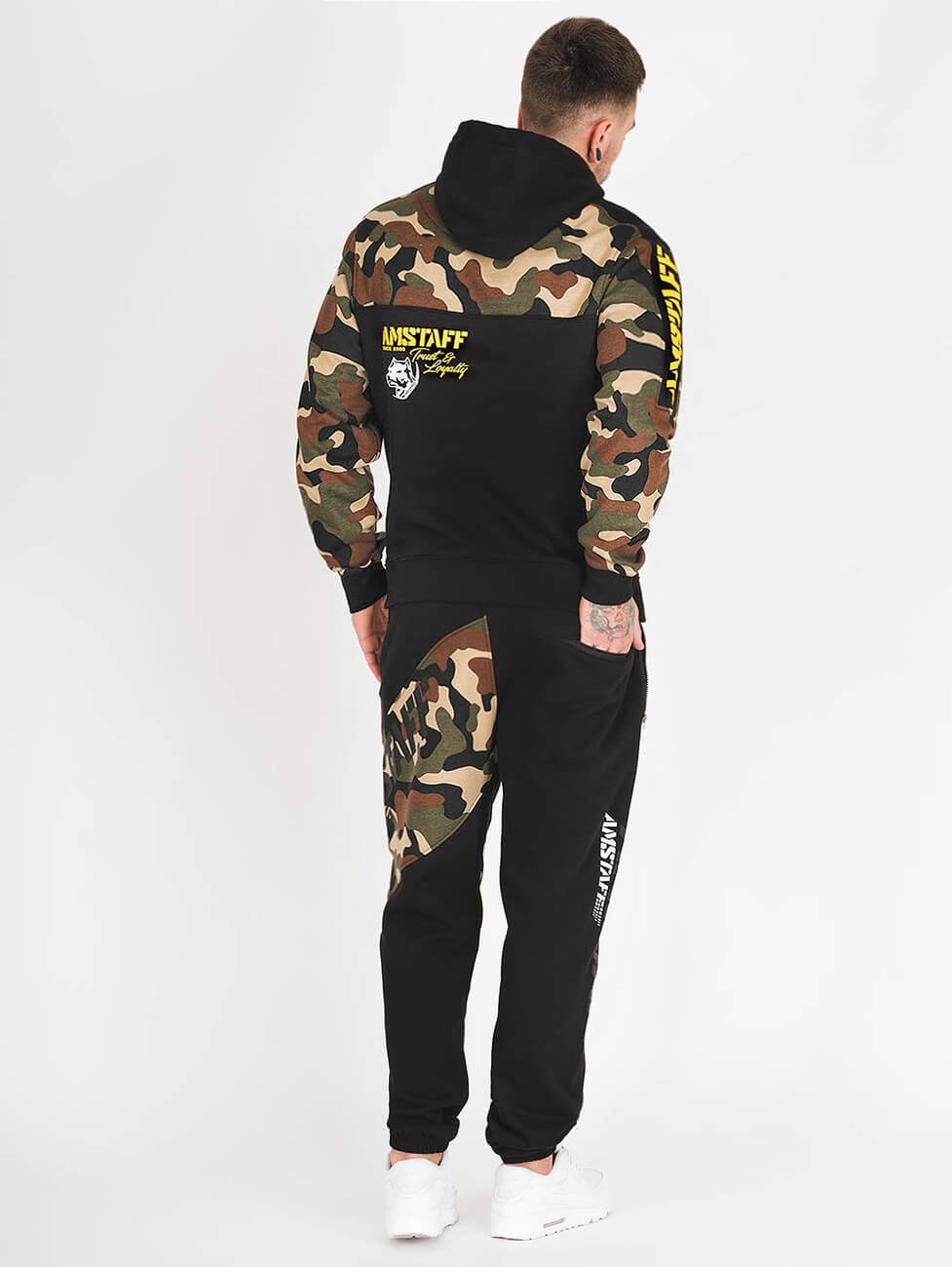 Спортивный костюм мужской камуфляжной расцветки