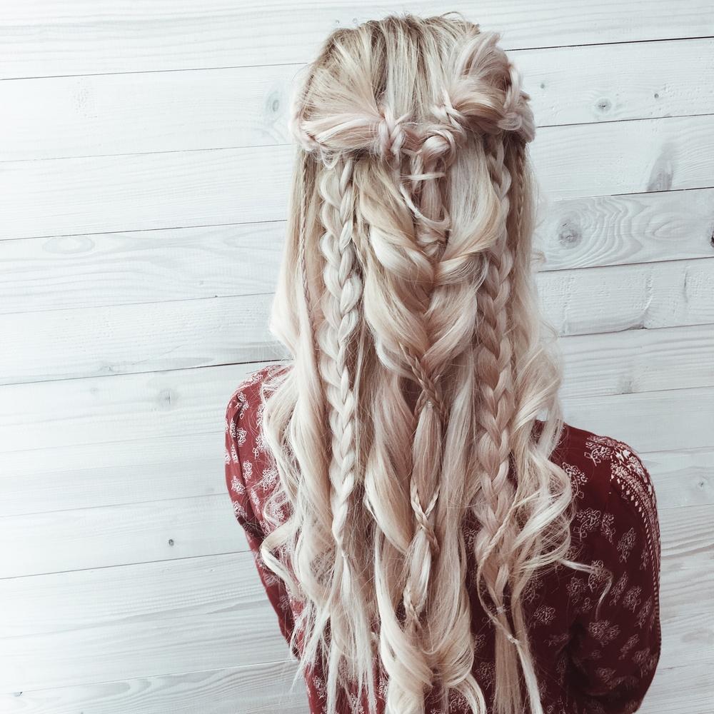 Прически на длинные волосы. Косы. Фото