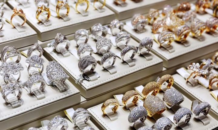 Торговля ювелирными украшениями требует подписания с продавцом договора МТО