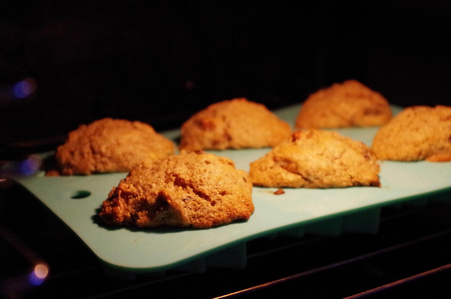 выпечка в разогретой духовке 15-20 минут