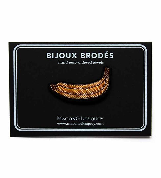 золотистая брошь в форме банана Banana от французского бренда Macon&Lesquoy