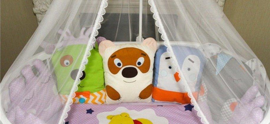 Постельное в кроватку для малышей