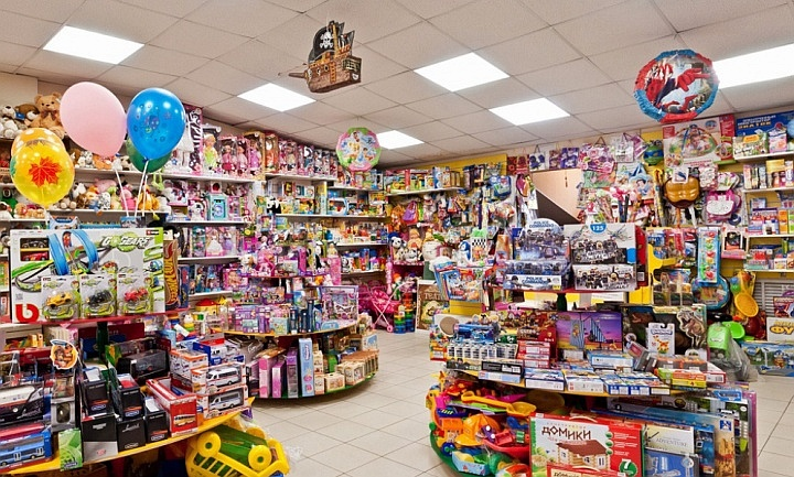 Следует подбирать ассортимент игрушек, который минимально пересекается с конкурентами