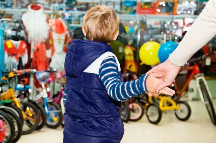 Задача продавца – продать родителю игрушку, понравившуюся ребенку