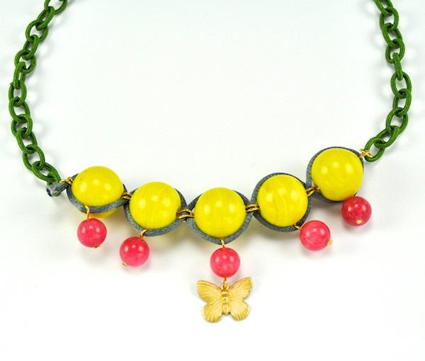 Купите колье-бабочка из агата и желтой керамики фото