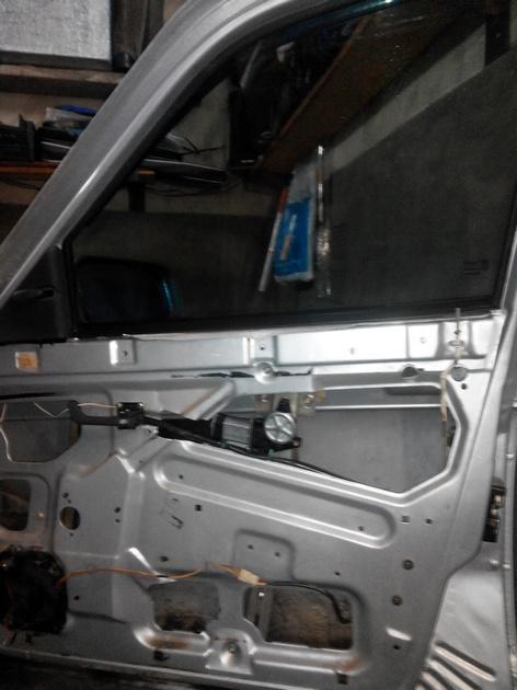 Установка стеклоподъемников ФОРВАРД в передние двери ВАЗ-21124. Рис. 16