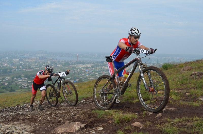 Подъем в гору - один из самых изнурительных элементов гонки
