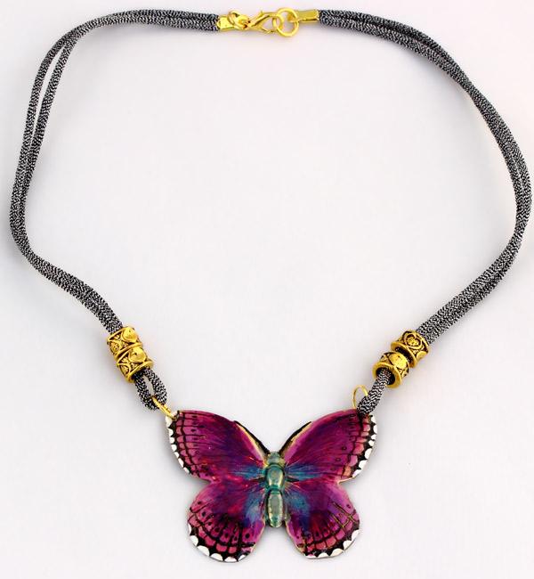 Купите короткое колье-бабочку с эмалью фото