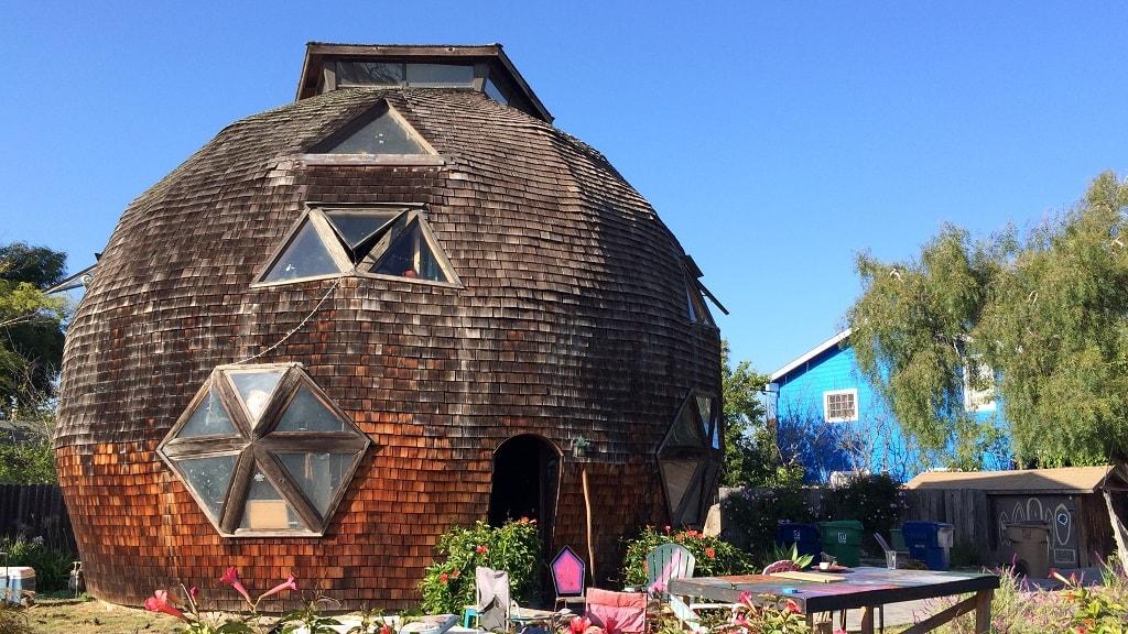 геодезический купольный дом.