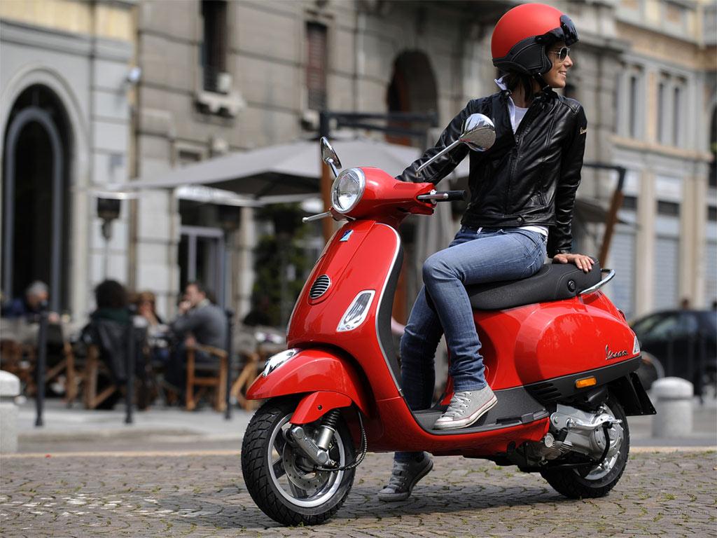 Vespa скутер Италия
