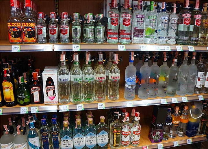 Сигареты и алкогольная продукция в сельских магазинах приносит большинство дохода