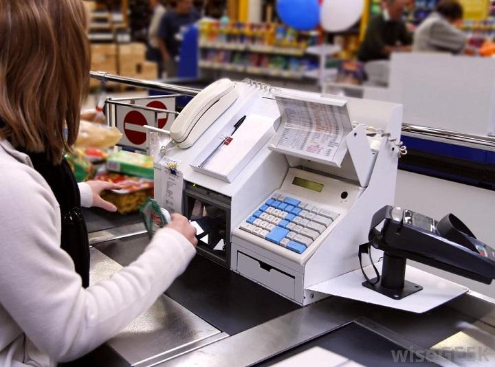 кассовый аппарат в супермаркете