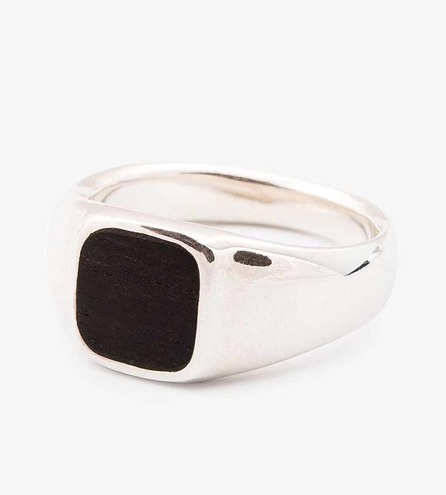 купите кольцо-печатка, инкрустированное эбеновым деревом от Helena Rohner - Square Wood Ebony signet ring