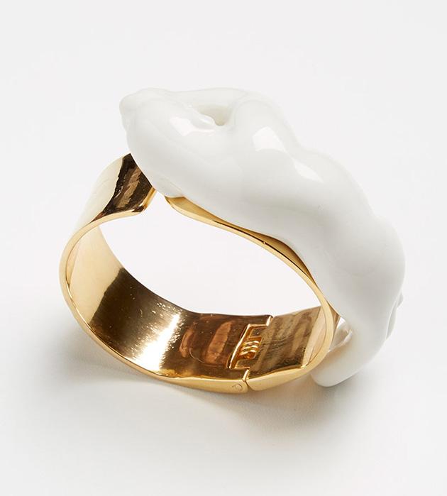 купите необычное украшение из позолоченной латуни и фарфора от ANDRES GALLARDO - Panther bracelet white