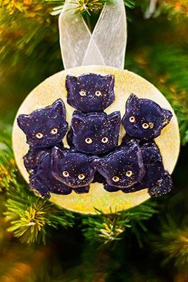 Готовая работа папертоль Букет котят — елочная игрушка.