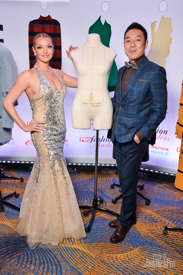 Анастасия Волочкова со Станиславом Ли и женскими манекенами Royal Dress forms