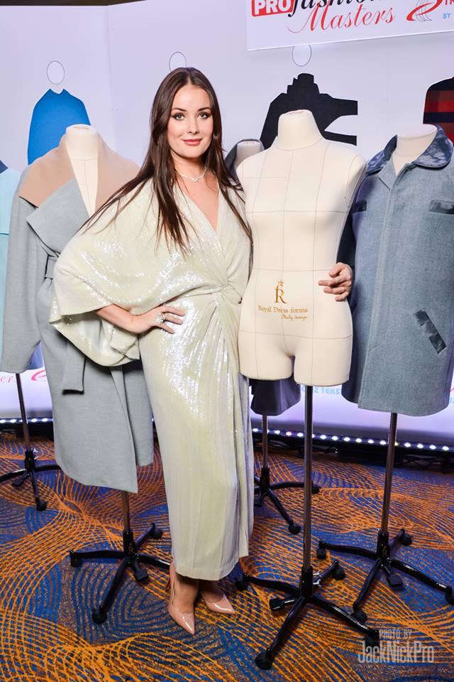 Оксана Федорова с манекеном Royal Dress forms