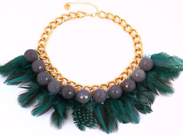 купить Зеленое ожерелье-колье из агата и из перьев