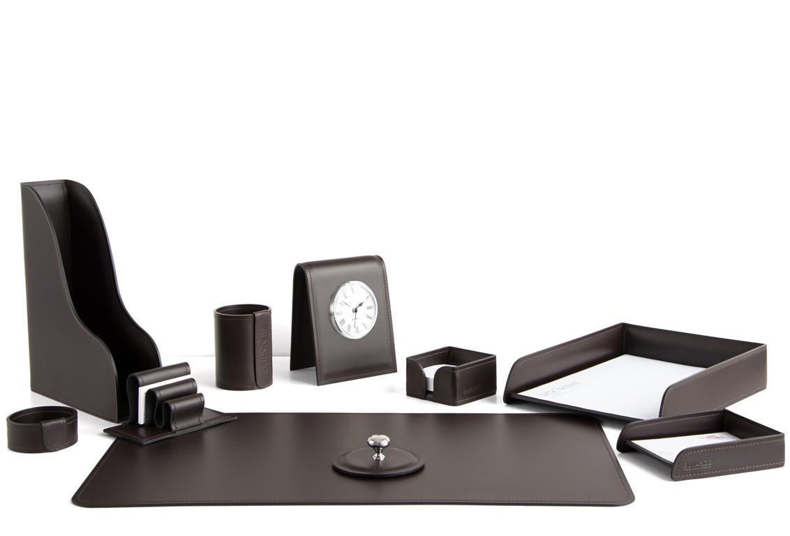 коричневый кожаный набор с часами на стол директора
