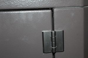 Петли боковой двери будки для генератора