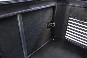 Декоративная решетка и внутренний негорючий шемозащитный материал мини-контейнера