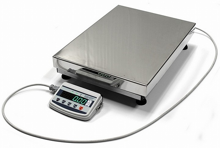 Весы, подключенные к выносному блоку управления с помощью провода