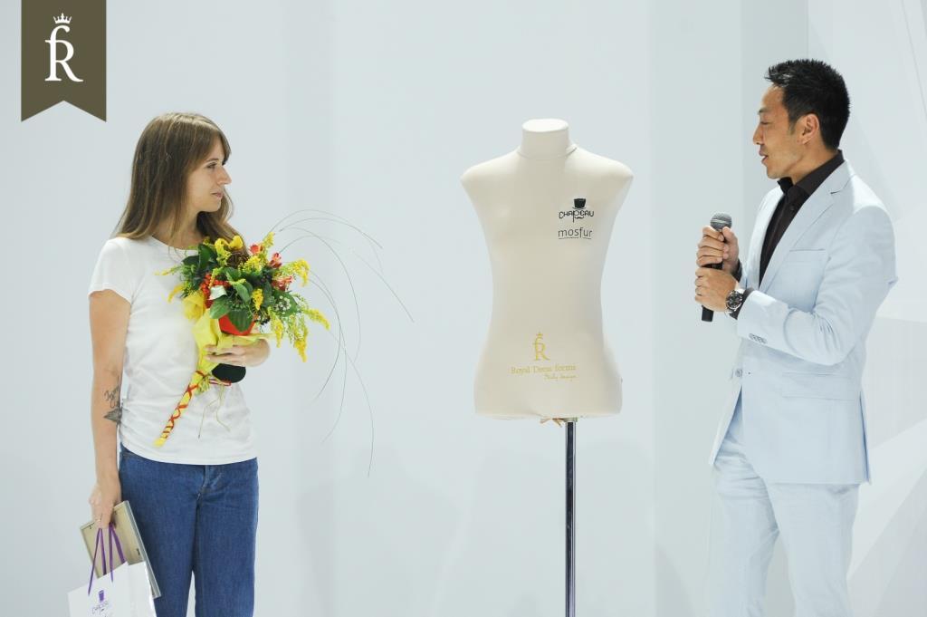 Победитель конкурса заслуженно получает профессиональный манекен для шитья от Royal Dress forms