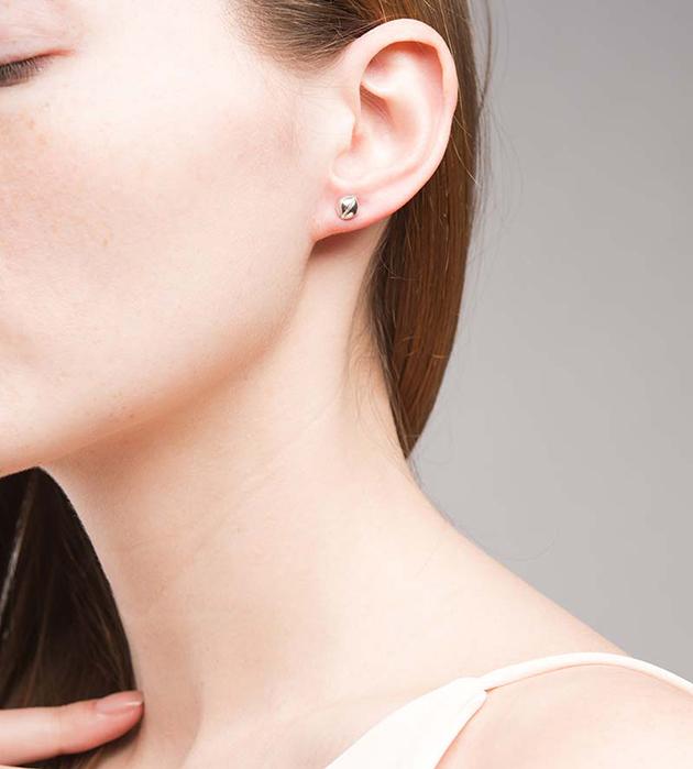 серебристые лаконичные серьги Mini Bell Silver от Ina Beissner