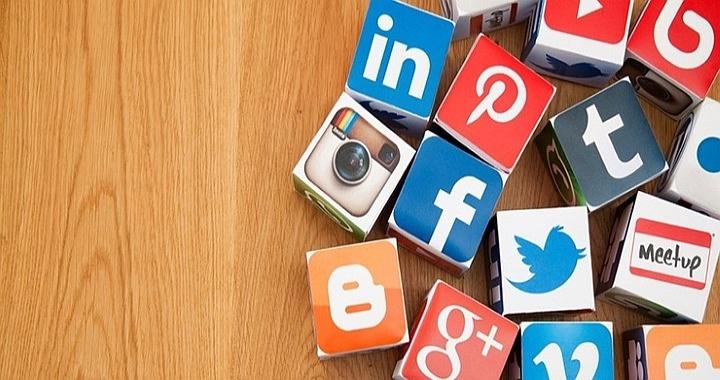 Существуют программы для автоматического постинга в различных соцсетях