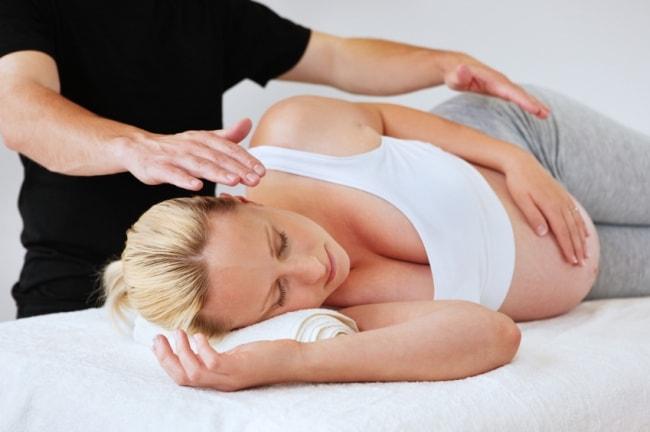 Чем полезен массаж беременным и какое действие он оказывает на организм матери и ребенка?