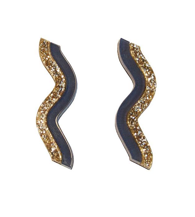 купите волнообразные серьги ручной работы от английского бренда Wolf&Moon - Wave studs Gold Navy