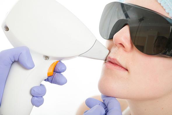 Использование лазерного эпилятора на лице в салоне красоты