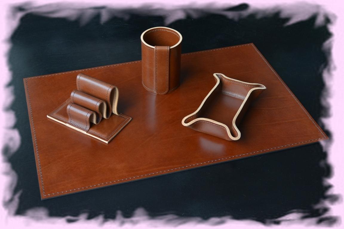 Набор на стол руководителя Мини из кожи Full Grain от производителя Buvardo на страницах нашего интернет магазина со скидкой.