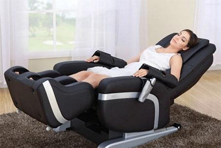 Аппаратный массаж на массажном кресле: принцип действия, польза и вред