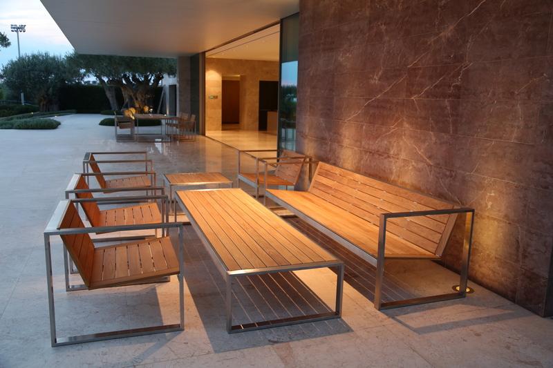 Уличная мебель из дерева и металла