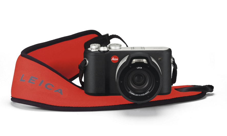 Leica_X-U_floating_carrying_strap.jpg