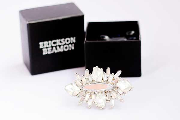 купить белое коктейльное кольцо Erickson Beamon рублей