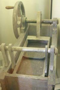 старый станок-сито для просеивания пиропов