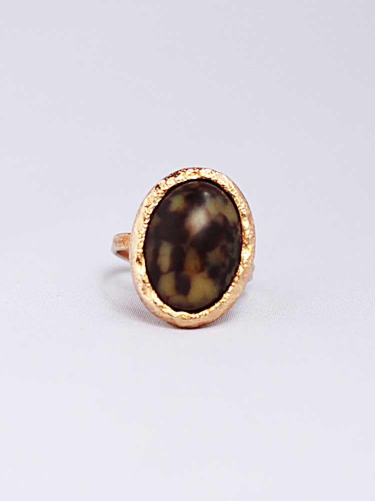 купить винтажное кольцо с овальным люцитом Sarah Coventry - 1974 год